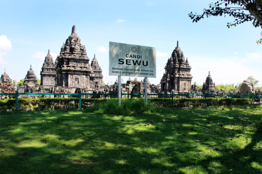 Candi Sewu adalah salah satu candi Budha yang ada di Indonesia