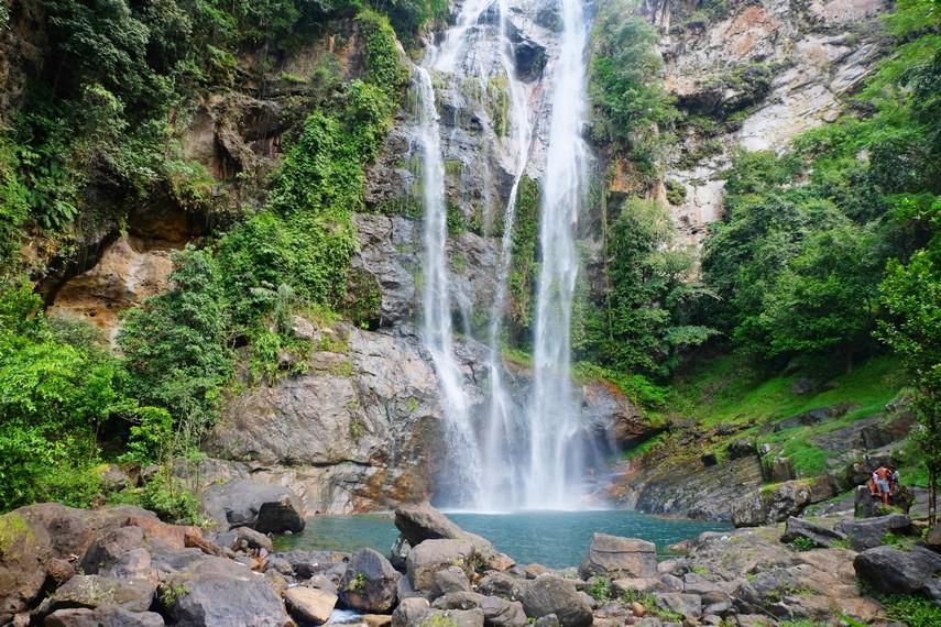 Cunca Rami memiliki ketinggian sekitar 30 meter dengan debit air yang cukup besar