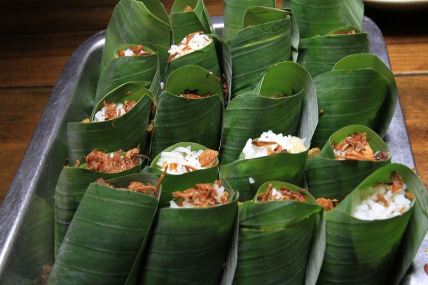 Nasi Uduk bungkus daun pisang