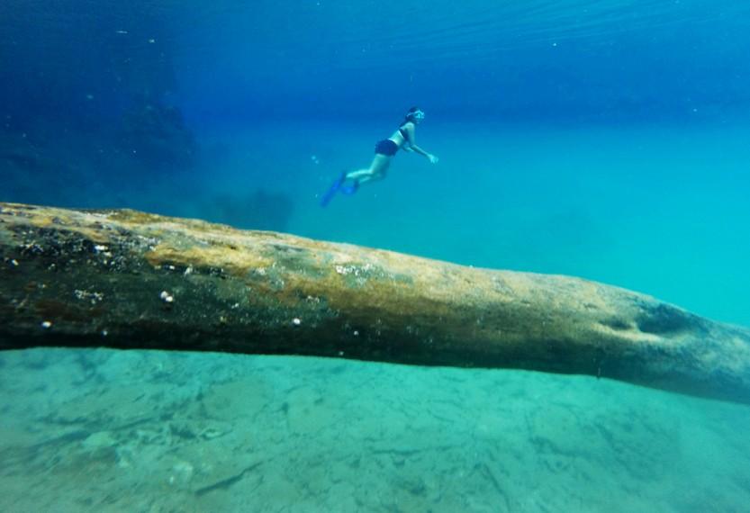 Danau Labuan Cermin memiliki 2 jenis rasa air, yaitu asin di dasar dan tawar di permukaan