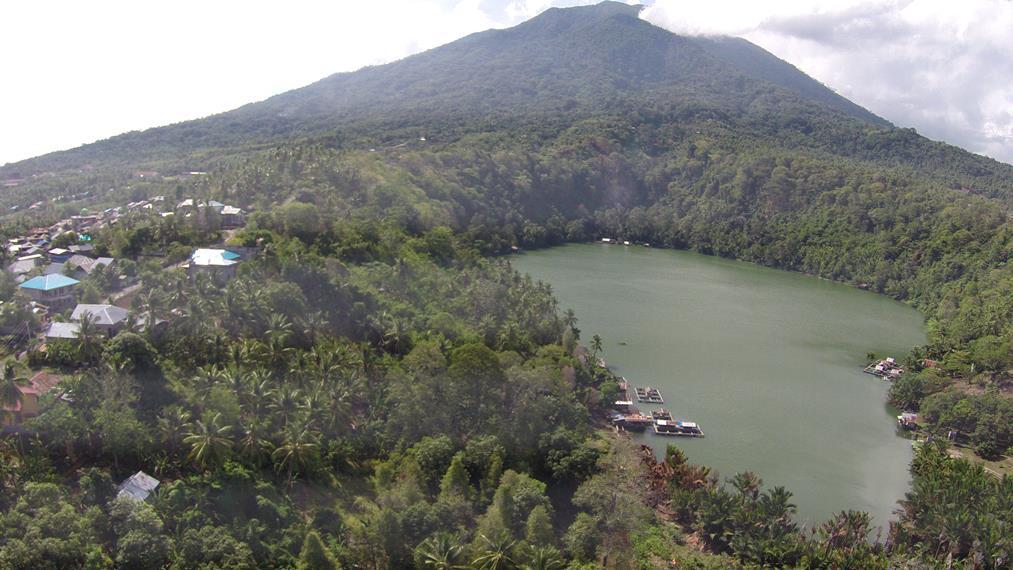 Danau Ngade dilihat dari ketinggian