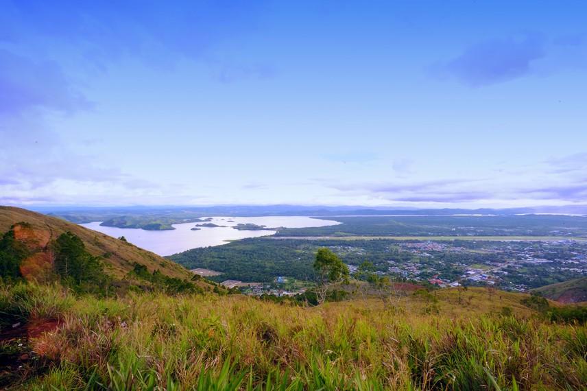 Danau Sentani adalah danau tua yang kaya akan legenda dan budaya
