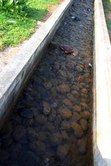 Dari sumbernya, suhu air panas Ie Seuum mencapai 85 derajat Celsius
