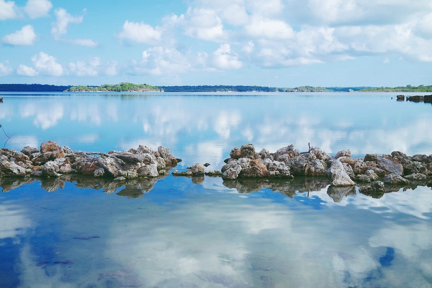 Dengan suasana sepi dan sunyinya, pesona Danau Laut Mati mampu menghipnotis para pengunjung