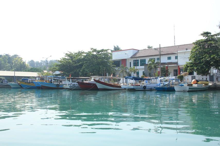 Deretan perahu yang digunakan pengunjung untuk sampai ke Pulau Pramuka