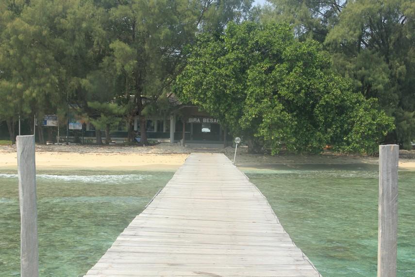 Dermaga bagi pengunjung yang ingin menuju Pulau Bira Besar