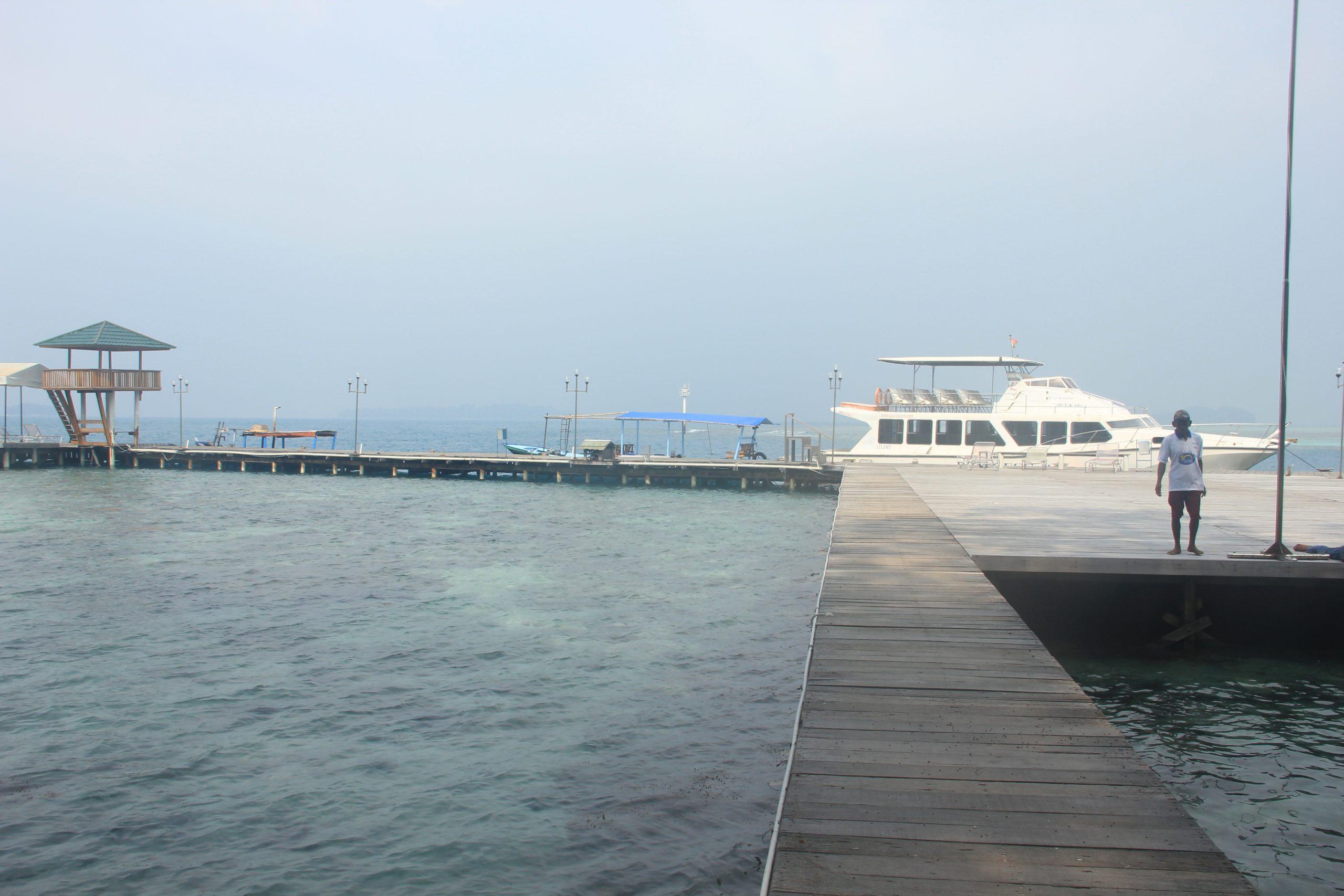 Dermaga luas yang dimiliki Pulau Putri siap menyambut pengunjung yang datang ke sini