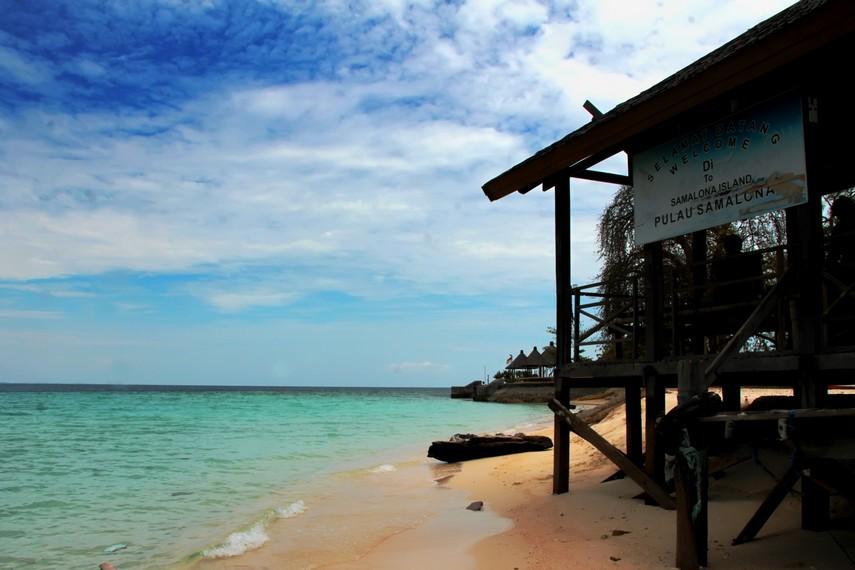 Dermaga yang akan menyambut Anda di Pulau Samalona