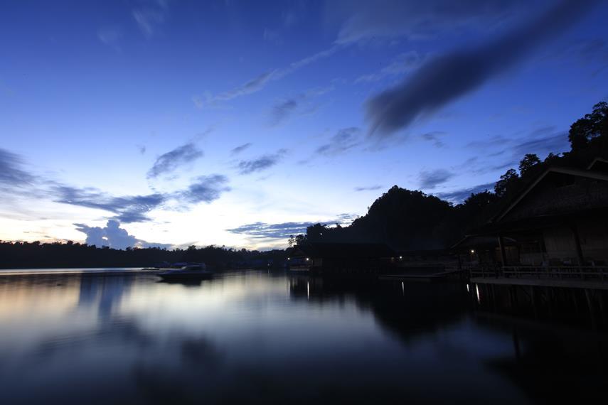 Desa Sawai di waktu malam
