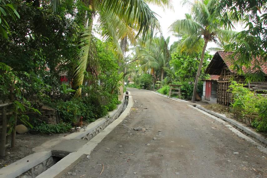 Desa Sukarara terletak di Kabupaten Lombok Barat, Lombok, NTB