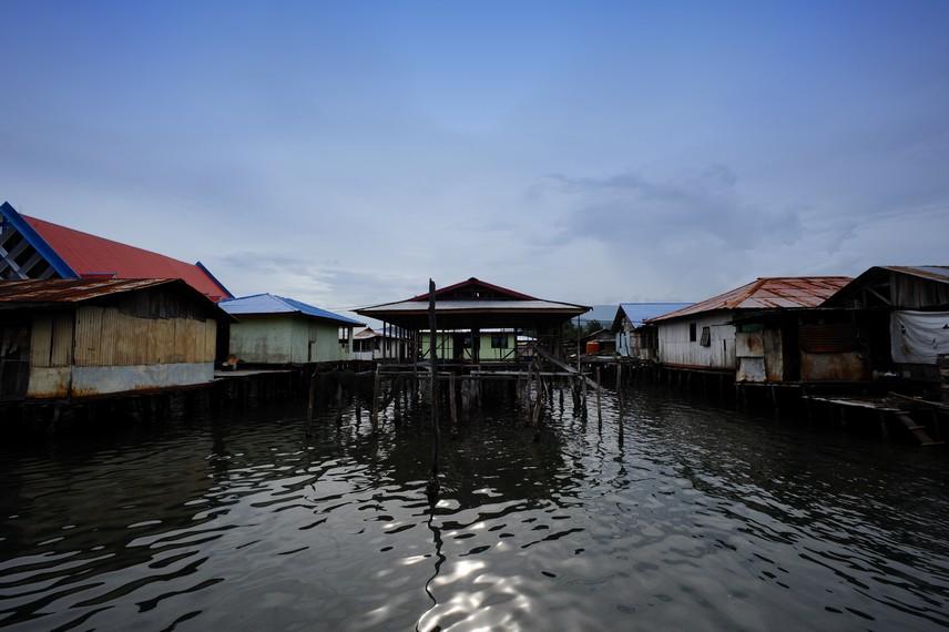Desa terapung Enggros yang mayoritas penduduknya berprofesi sebagai nelayan