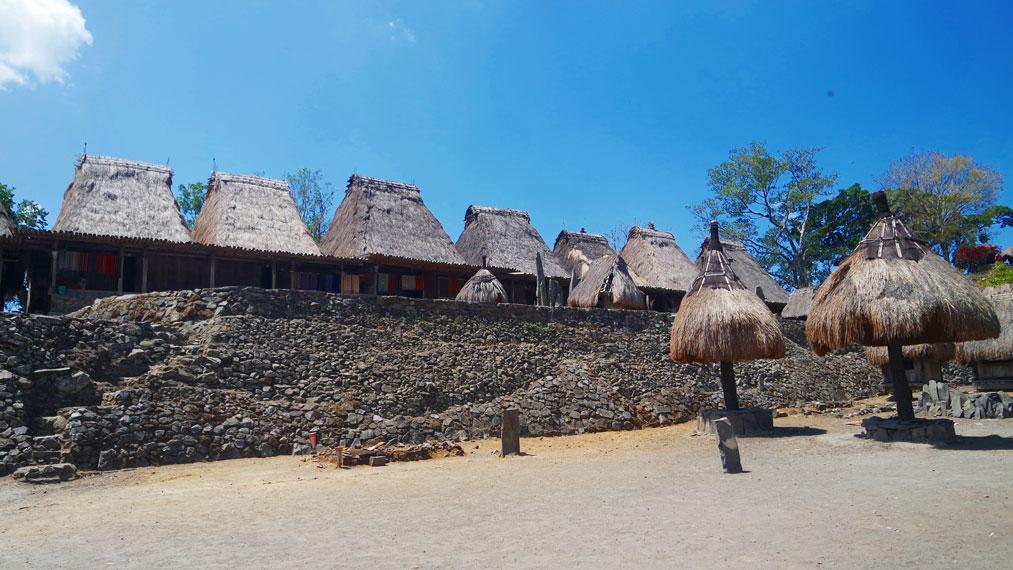Di Desa Bena ada 9 suku yang menghuni 45 unit rumah