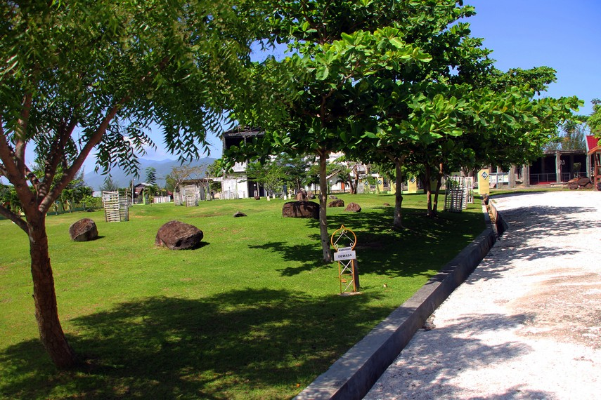 Di tanah lapang ini, ribuan jasad korban Tsunami dimakamkan