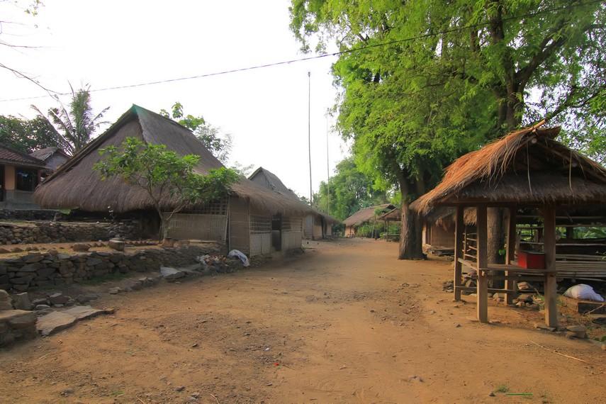 Dusun Ende menjadi tempat tinggal Suku Sasak, suku asli Lombok