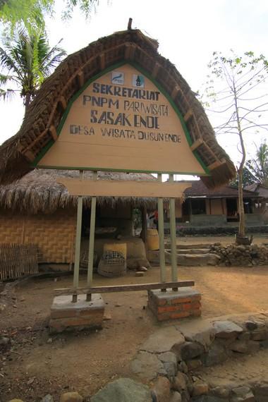 Dusun Ende terletak di Kabupaten Lombok Tengah, Lombok, NTB