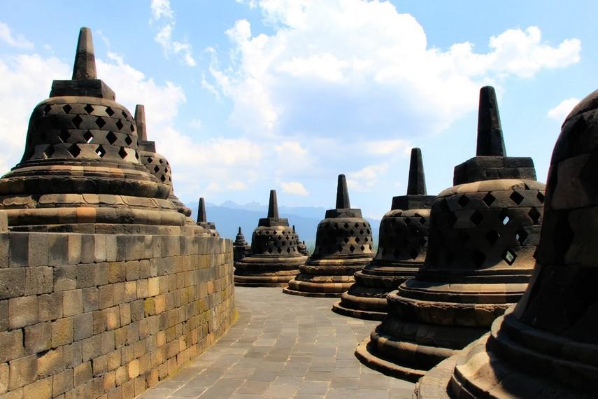 Eksotika bentuk  stupa Candi Borobudur yang berjumlah 504 stupa