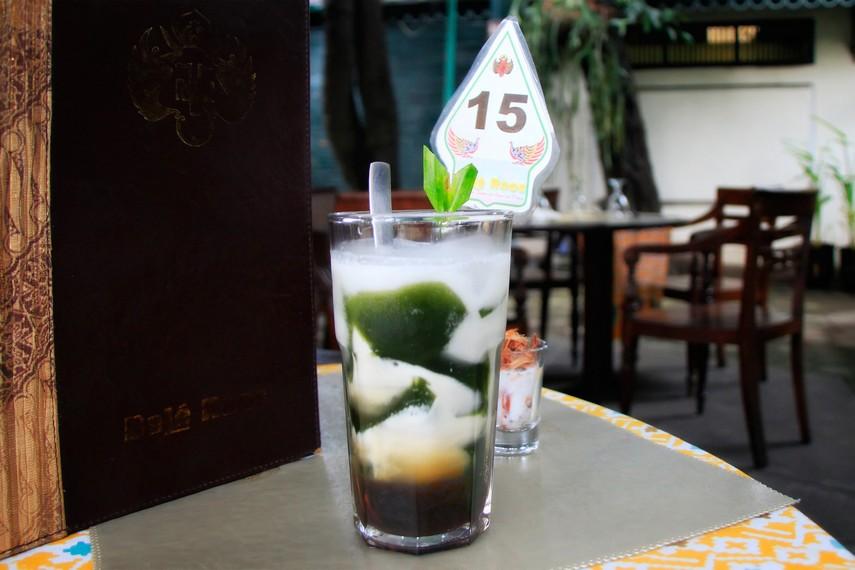 Es Camcao yang dihidangkan dengan santan dan sirup gula kelapa