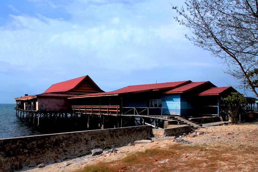 Pulau Khayangan juga menawarkan fasilitas penginapan untuk pengunjung yang ingin lebih lama di pulau ini