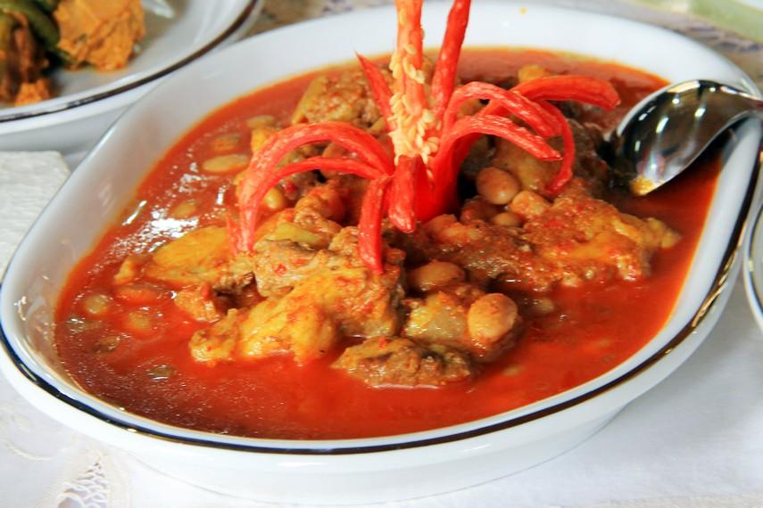 Gajeboh disebut-sebut sebagai makanan paling enak di Padang sekaligus menjadi musuh banyak orang karena beresiko menaikkan kadar kolesterol