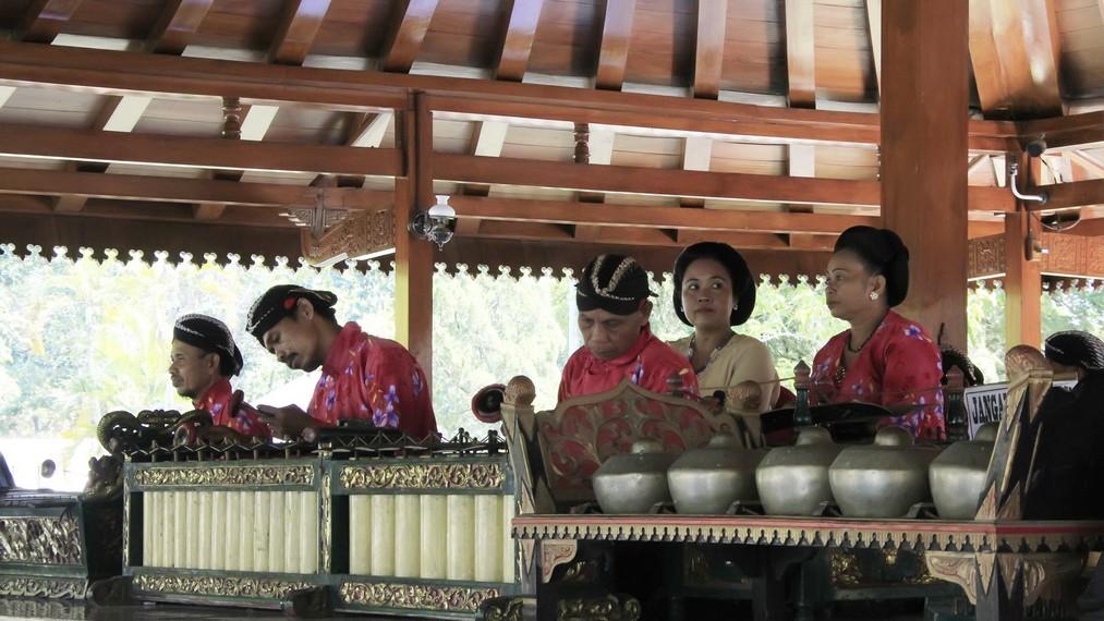 Gamelan merupakan bagian yang tak terpisahkan dari kehidupan masyarakat Jawa