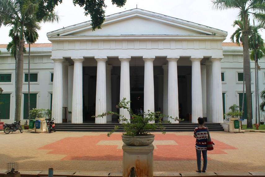 Gedung bersejarah Raad van Justitie peninggalan Belanda yang kini berfungsi sebagai Museum Seni Rupa dan Keramik