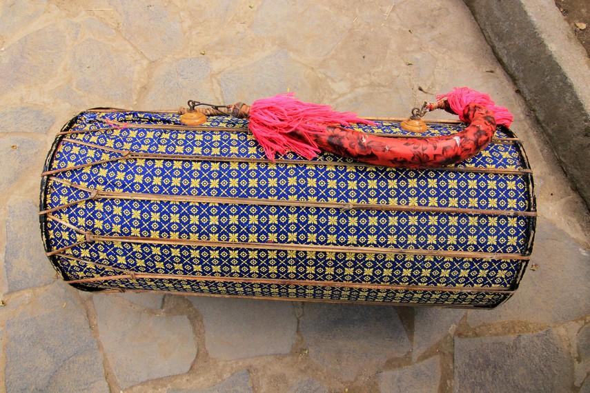 Gendang beleq terbuat dari pohon miranti yang bagian tengahnya dilubangi