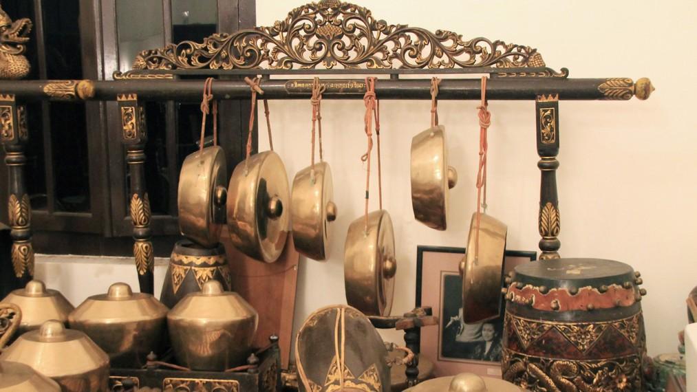 Gendang dan gong yang menjadi bagian dari instrumen gamelan