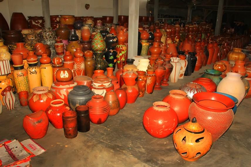 Gerabah hasil produksi desa ini berhasil menembus pasar internasional seperti Amerika, Australia, dan Eropa