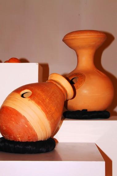 Gerabah unik dengan tata letak yang menarik menjadi salah satu koleksi Museum Seni Rupa dan Keramik