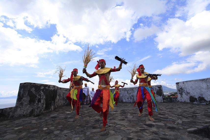 Gerakan yang paling menonjol dalam tari Soya-Soya adalah gerakan kaki yang lincah dan enerjik