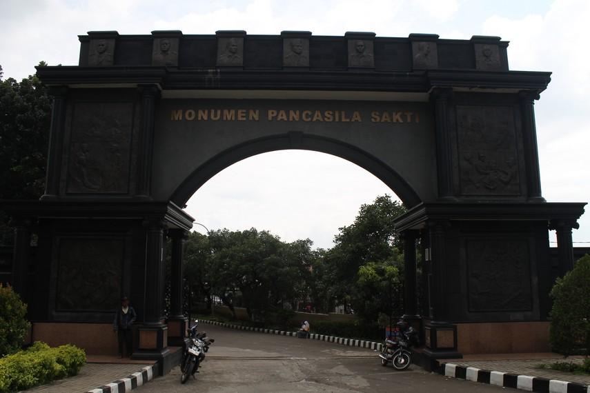 Gerbang depan Monumen Pancasila Sakti