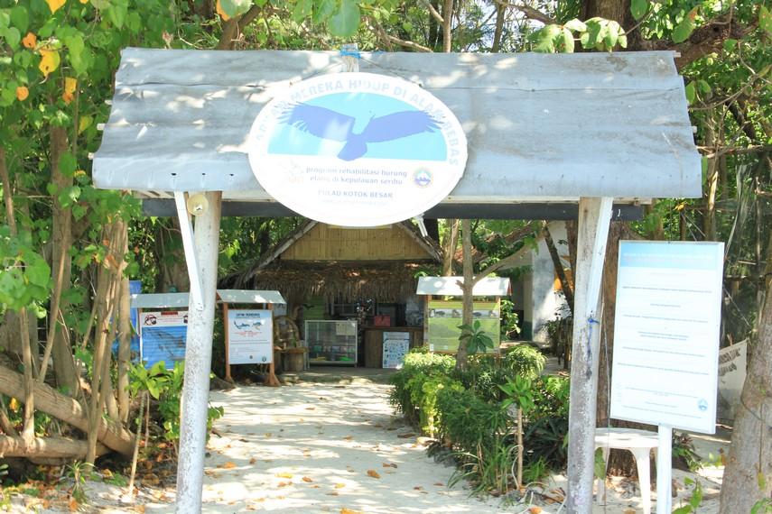 Halaman yang sekaligus menjadi gerbang masuk pengunjung ke Pulau Kotok