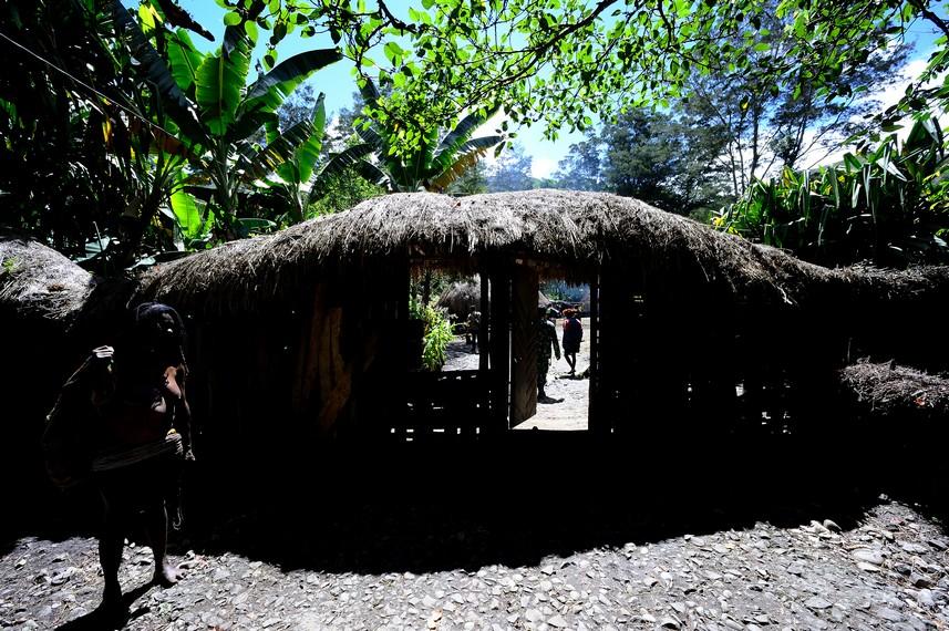 Gerbang masuk ke Honai