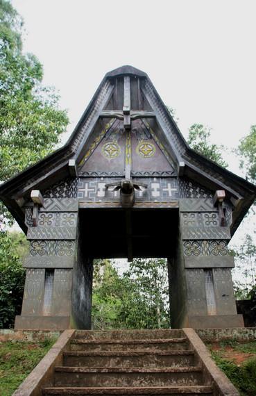 Gerbang masuk menuju situs kubur Batu Londa