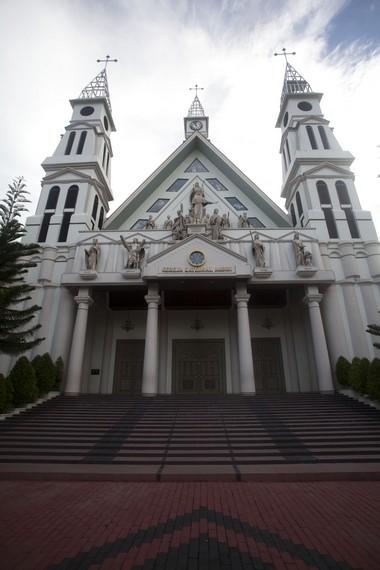 Geraja Katholik terbesar di Maluku