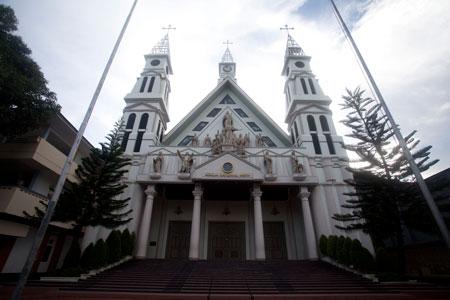 Gereja Katedral Ambon tampak depan