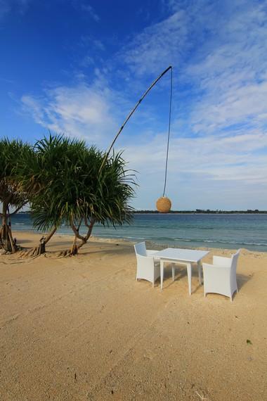 Gili Meno sering juga disebut Honeymoon Island oleh warga setempat