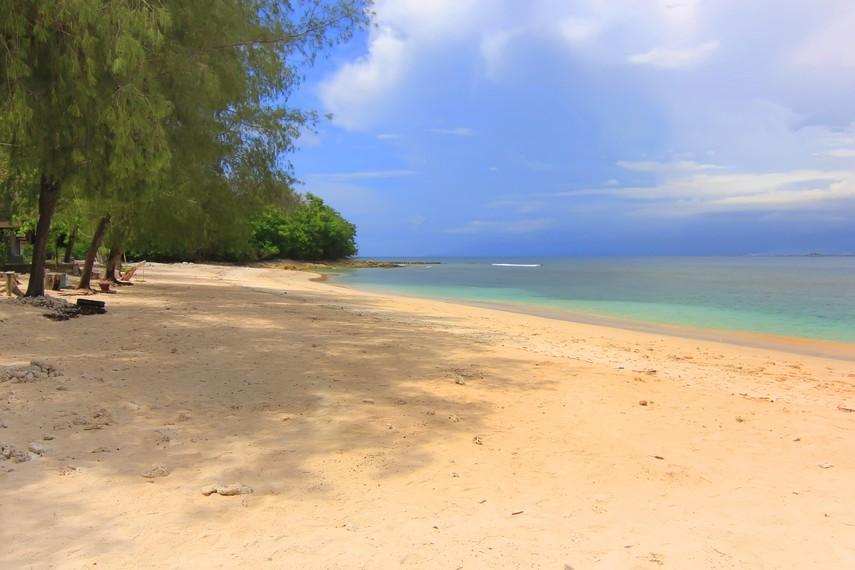 Gili Nanggu dapat ditempuh dari Pelabuhan Tawun di Lombok