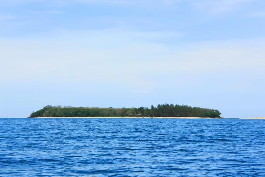 Gili Nanggu terletak di Kecamatan Sekotong, Lombok Barat, Lombok, NTB