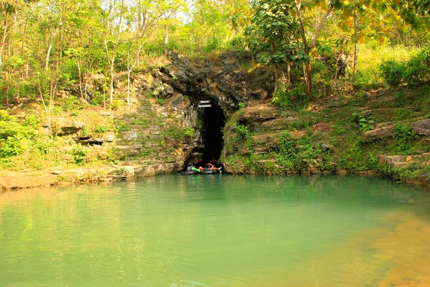 Gua Pindul Cave Tubing memiliki panjang sekitar 300 meter
