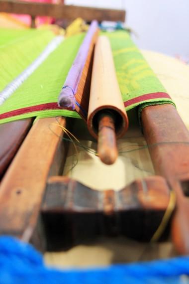 Golong kecil salah satu alat yang digunakan dalam pembuatan sarung tenun kresesek