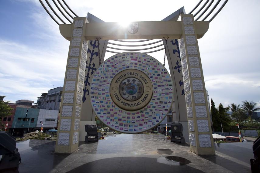 Gong Perdamaian Kota Ambon merupakan sebuah simbol perdamaian yang ada di Ambon
