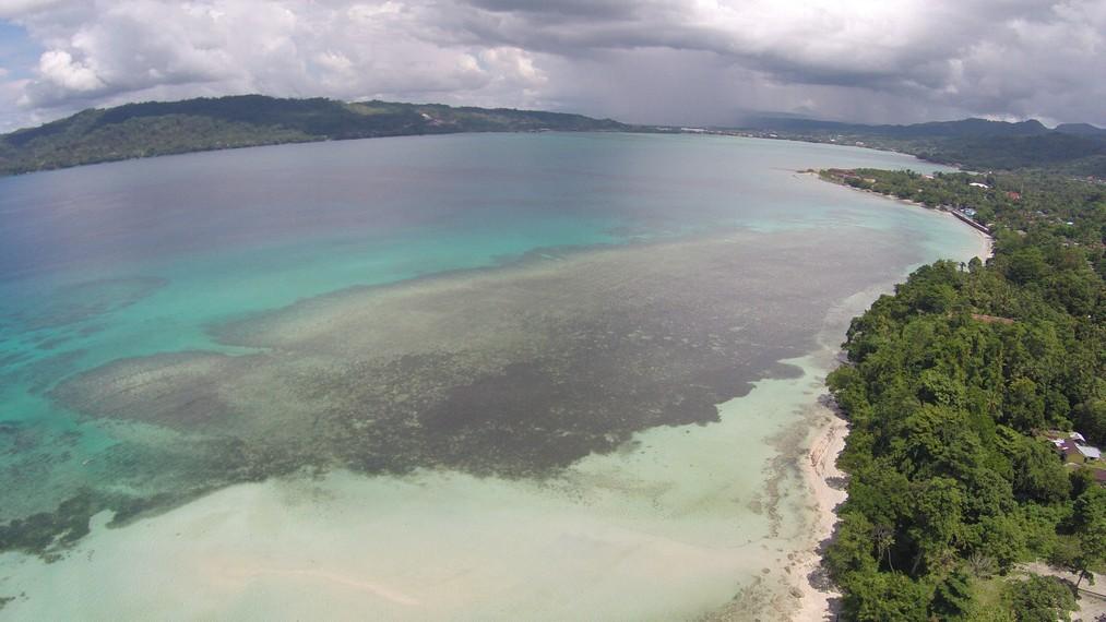 Gradasi birunya perairan di Pantai Sopapei