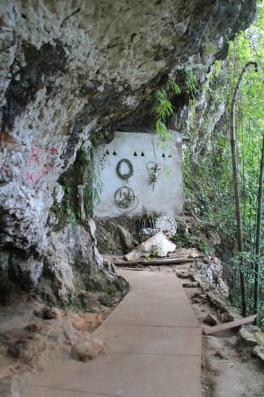 Gua Kete Kesu merupakan tempat yang difungsikan untuk menyimpan jenazah para tuan dan puan tetua desa