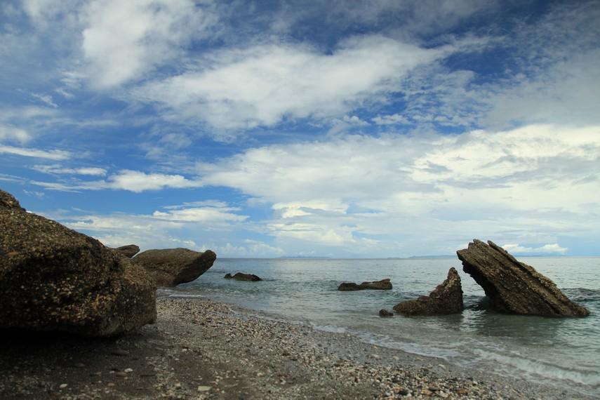 Gugusan karang indah di Pantai Tanjung Kuako