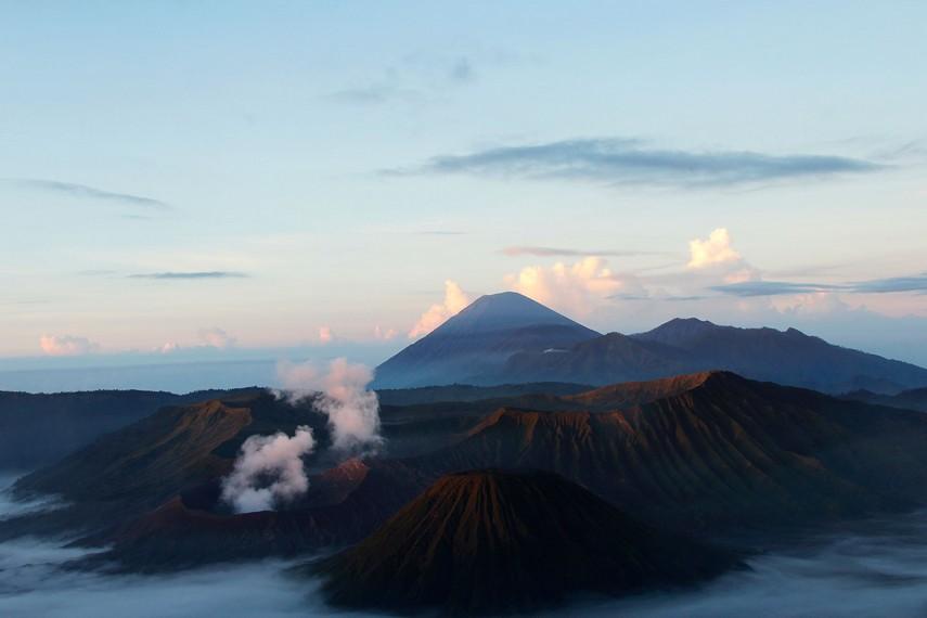 Gunung Bromo dianggap suci oleh masyarakat Suku Tengger yang tinggal di sekitar gunung ini