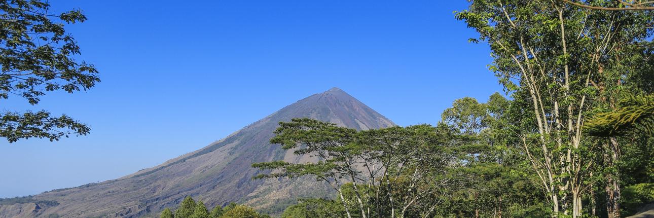 Gunung_Inerie_1290.jpg