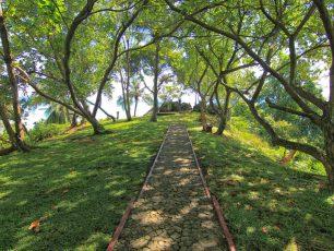 Gunung Padang, Bukit Legendaris Berpanorama Laut Biru dan Kota Padang