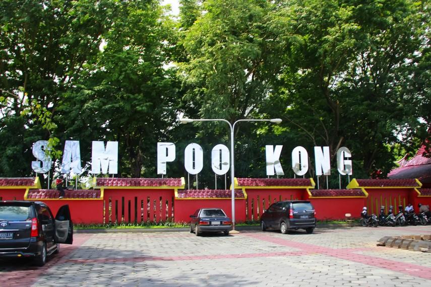 Halaman parkir yang dimiliki Klenteng Sam Poo Kong