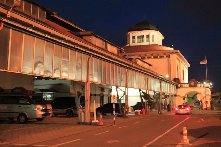 Halaman depan Stasiun Tawang yang letaknya berada di kawasan Little Netherland